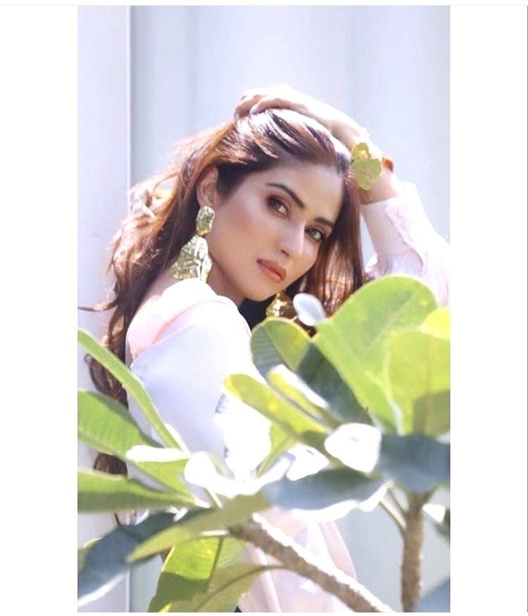 It would be an emotional moment for Pranutan Bahl if she gets an opportunity to work with her father and Bollywood actor Mohnish Bahl. - Mohnish Bahl