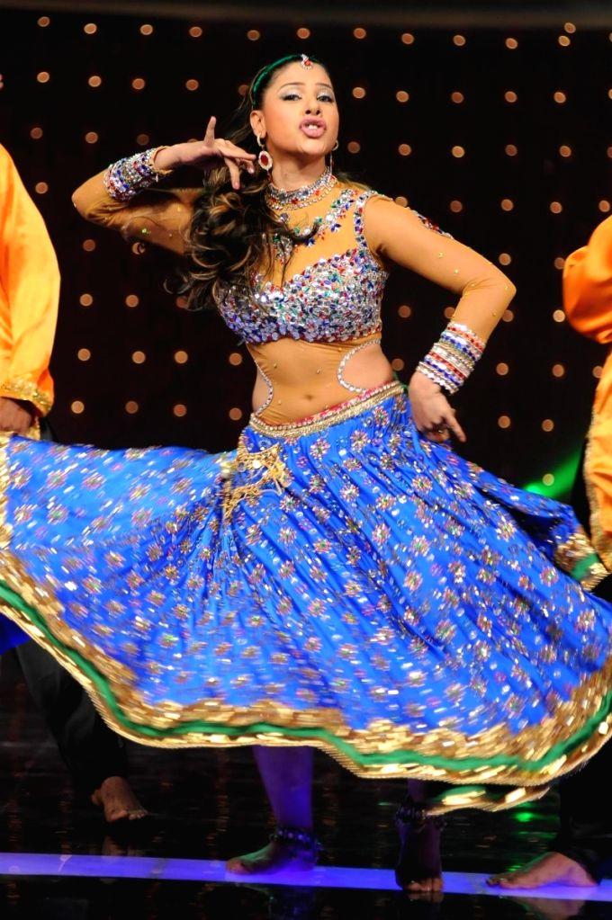 Item girl Sambhavna Seth at Colors Dancing Queen grand finale.