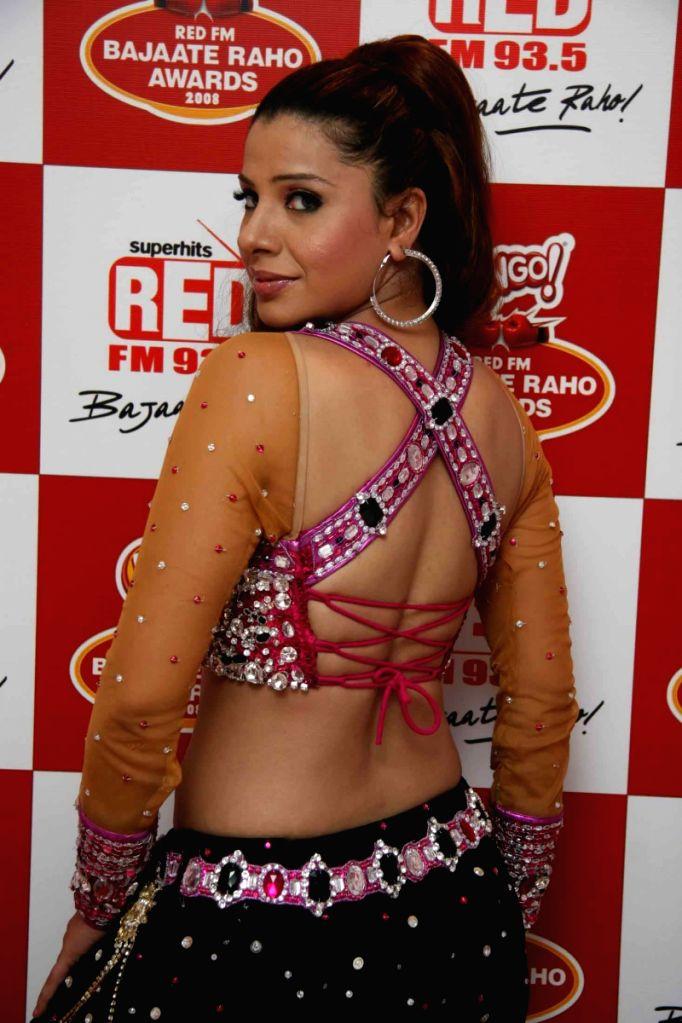 Item girl Sambhavna Seth at Red Fm Bajaate Raho Awards.