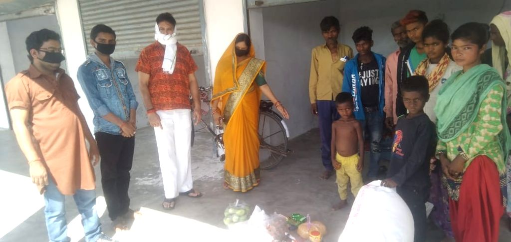 Itinerant two family gets a shelter, ration in Banda