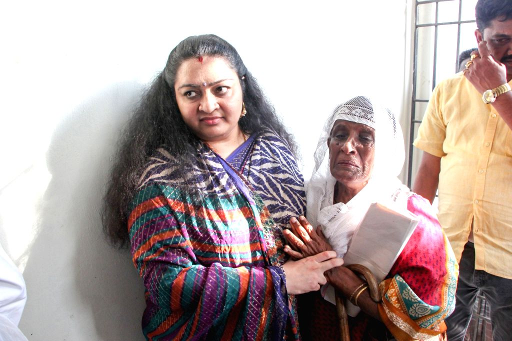 J Deepa, niece of late Tamil Nadu Chief Minister J Jayalalithaa's arrives to file her nomination papers for the December 21 by-election to the Radhakrishnan Nagar assembly constituency in ... - J Jayalalitha