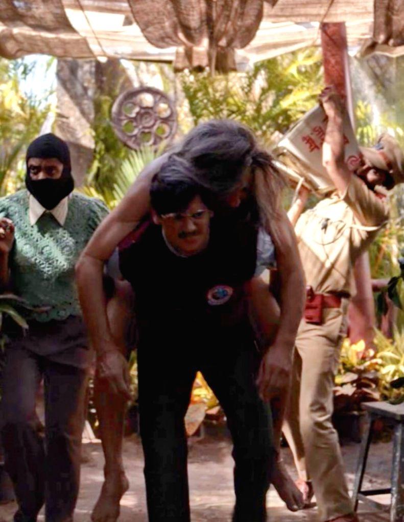 Jackie Shroff's Vikram-Betal moment with Vijay Varma.