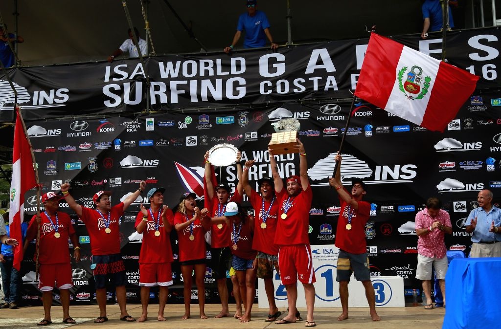 JACO, Aug. 15, 2016 - The Peruvian surf team celebrates after winning the World Surf Championship of the ISA World Surfing Games 2016, in Jaco Beach, Puntarenas province, Costa Rica, on Aug. 14, 2016.