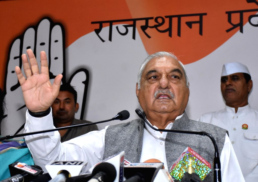 Jaipur: Former Haryana Chief Minister and Congress leader Bhupinder Singh Hooda addresses a press conference at the party office in Jaipur, on Nov 4, 2018. (Photo: Ravi Shankar Vyas/IANS) - Bhupinder Singh Hooda