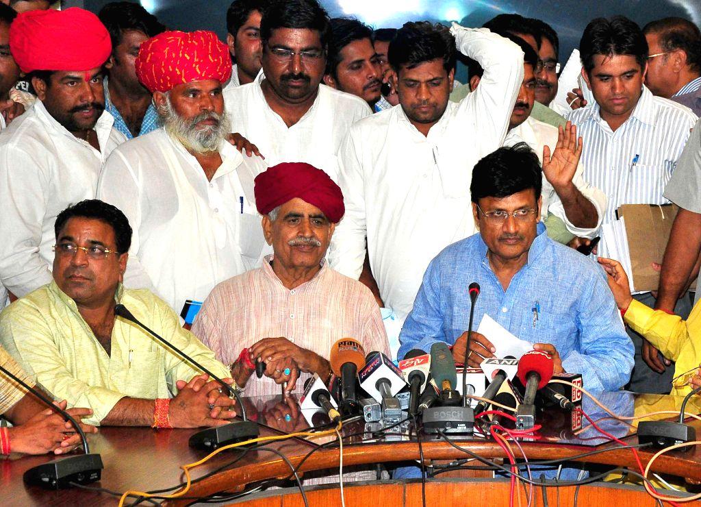 Jaipur: Gujjar leader Kirori Singh Bainsla addresses a press conference after a meeting with Rajasthan ministers in Jaipur, on May 28, 2015. (Photo: Ravi Shankar Vyas/IANS) - Kirori Singh Bainsla