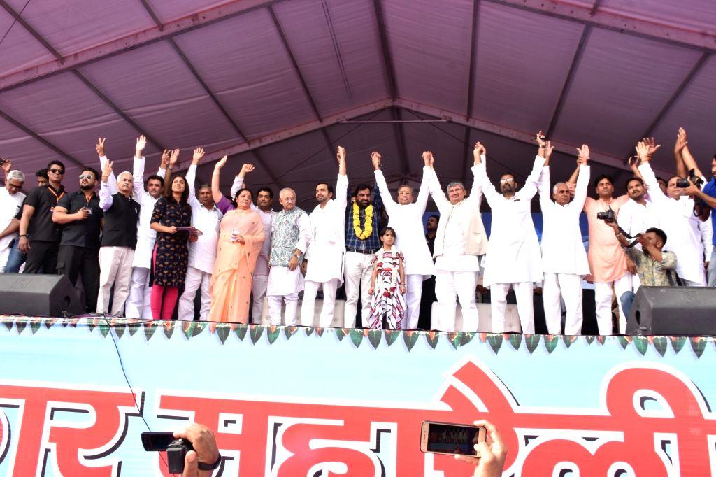 :Jaipur: Independent MLA from Khinvsar Hanuman Beniwal launches new party Rashtriya Loktantrik Party (RLP) at a rally in Jaipur on Oct 29, 2018. (Photo: IANS).