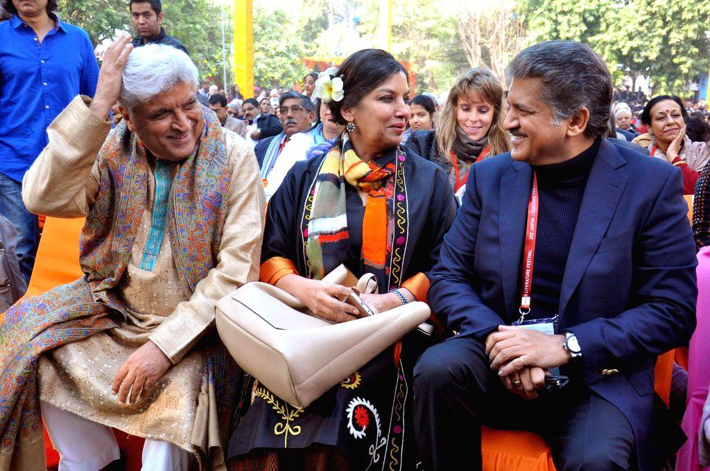 Lyricist and scriptwriter Javed Akhtar, Shabana Azmi and the chairman and managing director of Mahindra Group Anand Mahindra during the Jaipur Literature Festival  at Diggi Palace in Jaipur, . - Shabana Azmi