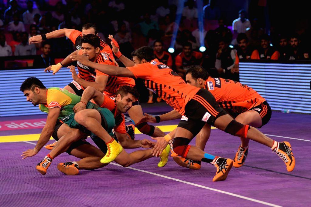 Jaipur : Players of U Mumba and Patna Pirates in action during a Pro Kabaddi League match at Sawai Mansingh Stadium in Jaipur, on June 29, 2016.