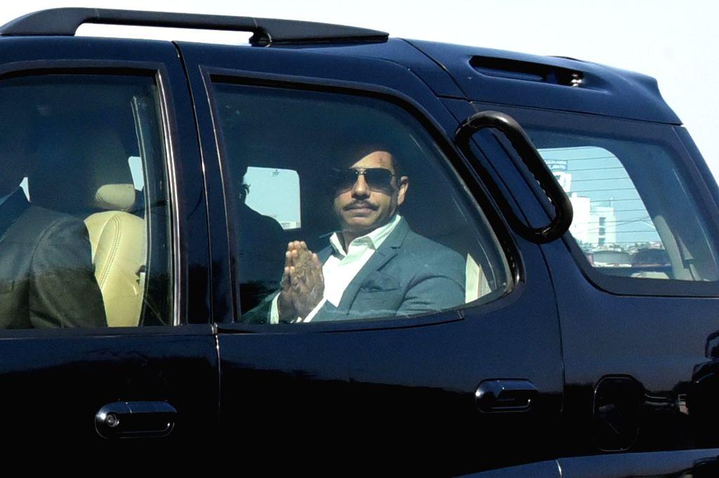 Jaipur:  Robert Vadra, husband of Congress General Secretary Priyanka Gandhi Vadra, and his mother Maureen Vadra arrives at Enforcement Directorate (ED) office in Jaipur on Feb 12, 2019. Robert Vadra was accompanied by his wife Priyanka Gandhi. (Phot - Priyanka Gandhi