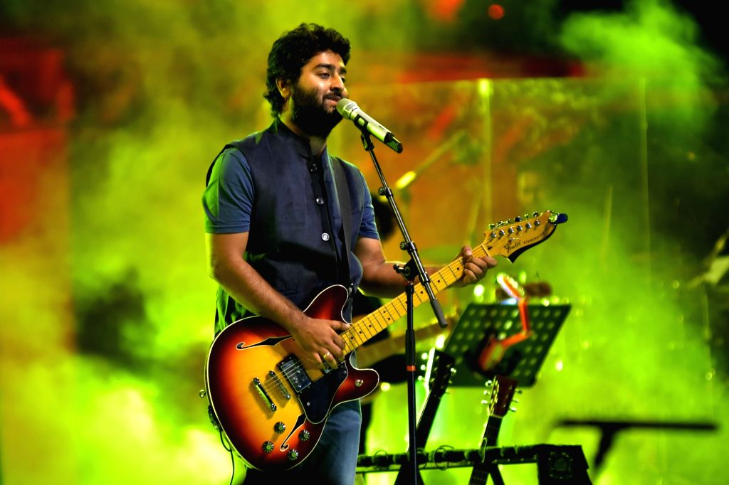 Jaipur : Singer Arijit Singh performs during Rajasthan day celebration program in Jaipur, on March 28, 2016. (Photo: Ravi Shankar Vyas/IANS) - Arijit Singh