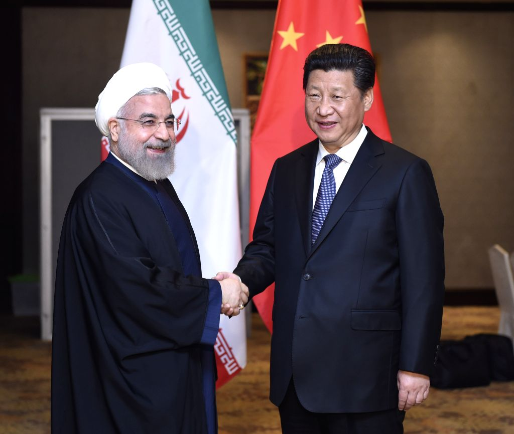 Chinese President Xi Jinping (R) meets with Iranian President Hassan Rouhani in Jakarta, capital of Indonesia, April 23, 2015. - Hassan Rouhani