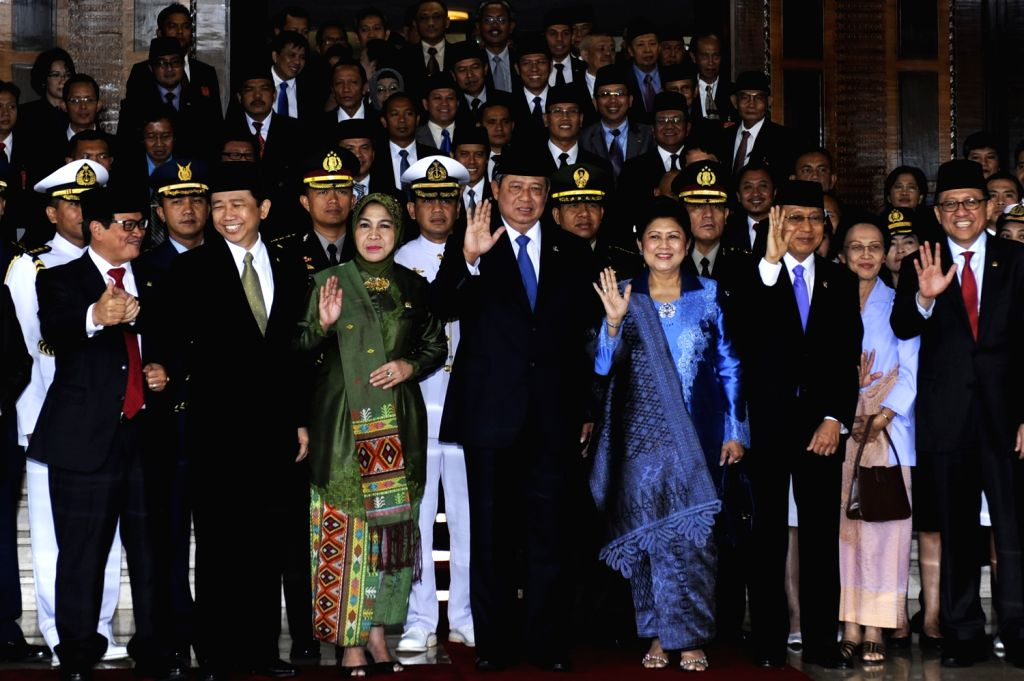 Indonesian President Susilo Bambang Yudhoyono (4th L, front) and First Lady Any Yudhoyono (4th R, front) and other people pose for a group photo after the ...