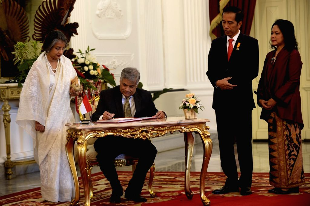 JAKARTA, Aug. 3, 2016 - Indonesian President Joko Widodo (2nd R) accompanies Sri Lankan Prime Minister Ranil Wickremesinghe (2nd L) as he arrives at the Presidential Palace in Jakarta, Indonesia, ... - Ranil Wickremesingh