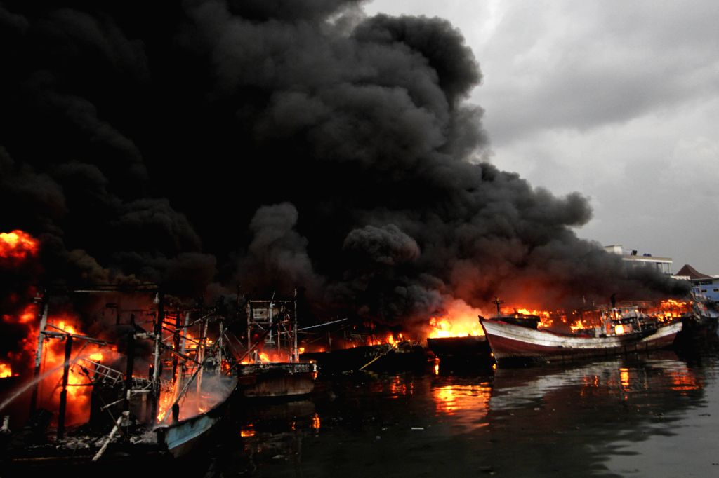 JAKARTA, Feb. 23, 2019 - Boats are set on fire at Muara Baru Port in Jakarta, Indonesia. Feb. 23, 2019.