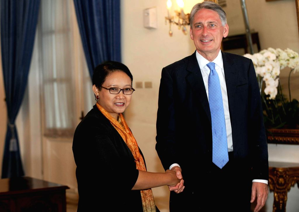 Indonesian Foreign Minister Retno Marsudi (L) shakes hands with British Foreign Secretary Philip Hammond in Jakarta, Indonesia, Feb. 4, 2015. Indonesian Foreign ... - Retno Marsudi
