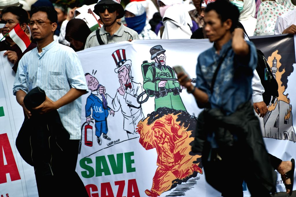 Mass from Indonesian people solidarity for Palestine attend a rally to support and save Palestine in Jakarta, Indonesia, July 11, 2014.  ..