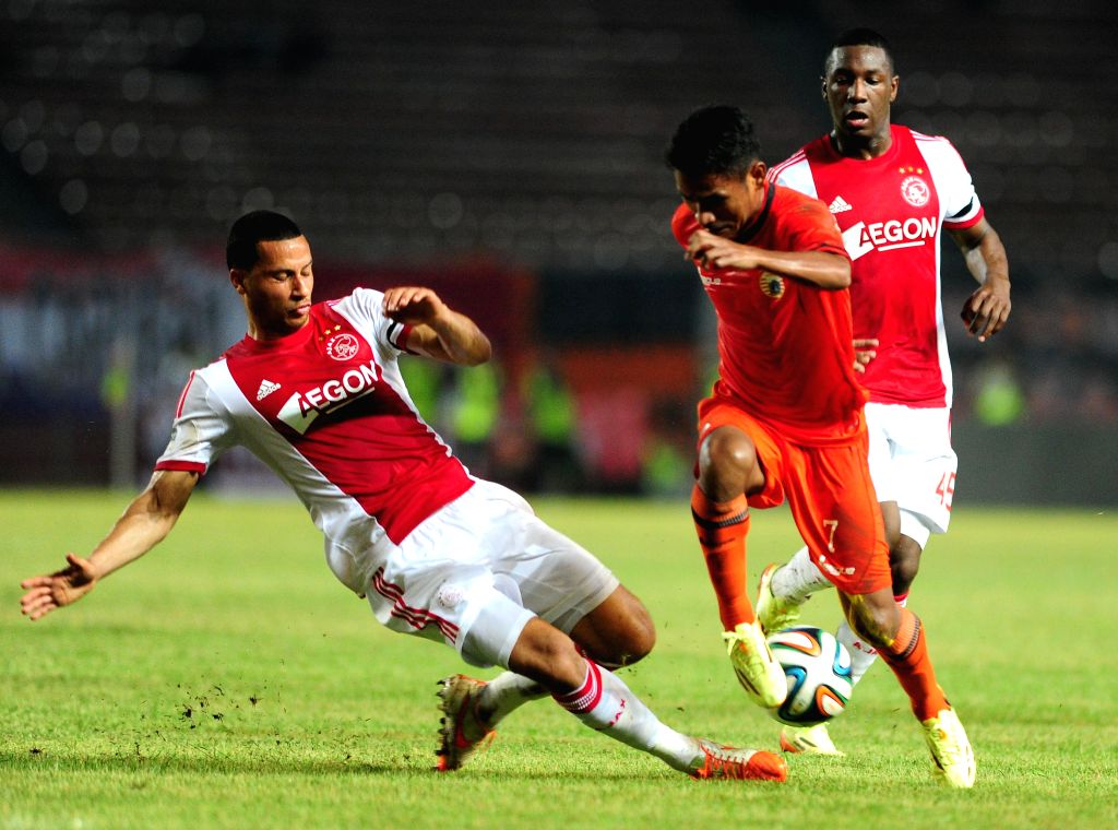 Ajax Amsterdam's Ricardo Van Rhijn (L) vies for the ball with Persija's Ramdani Lestaluhu during a friendly football match at Gelora Bung Karno stadium in Jakarta, ..