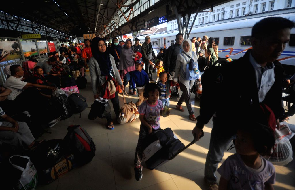 JAKARTA, May 31, 2019 - People prepare to board a train at Pasar Senen Station in Jakarta, Indonesia, May 31, 2019. Indonesia's traffic reaches its peak as millions of people travel to their ...