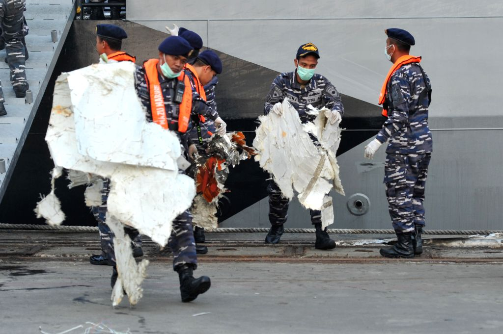 JAKARTA, Nov. 1, 2018 - Members of Joint Search and Rescue (SAR) team of Indonesian Marine carry debris of the crashed Lion Air JT 610 from the ship at the Tanjung Priok port, Jakarta, Indonesia, ...