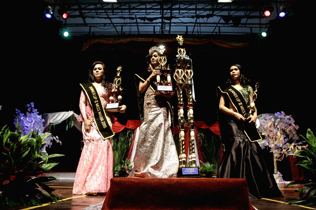 JAKARTA, Nov. 12, 2016 - The winner of Miss Queen Contest 2016 (C) holds her trophy during the crowning of the Miss Queen Contest 2016 in Jakarta, Indonesia, Nov. 11, 2016. A beauty pageant for ...