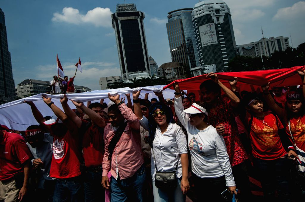 JAKARTA, Nov. 19, 2016 - People hold a giant Indonesian national flag during the Bhinneka Tunggal Ika (Unity in Diversity) Parade in Jakarta, Indonesia, Nov. 19, 2016. Hundreds of people staged the ...