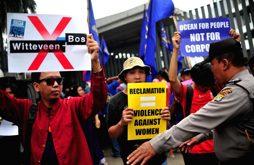 JAKARTA, Nov. 23, 2016 - Activists protest in front of the Netherlands Embassy in Jakarta, Indonesia, Nov. 23, 2016. Activists staged a protest here on Wednesday demanding the Dutch government and ...