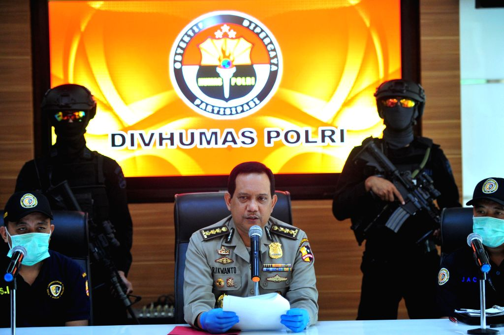 JAKARTA, Nov. 25, 2016 - National Police Spokesperson Rikwanto (C) makes a statement during a press conference of the seized suspected terrorist Rio Priatna Wibawa at Indonesian National Police ...