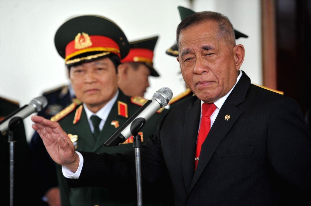 JAKARTA, Oct. 13, 2017 - Indonesian Defense Minister Ryamizard Ryacudu (R) and Vietnamese Minister of Defense Ngo Xuan Lich attend a news conference after their meeting in Jakarta, Indonesia, Oct. ... - Ryamizard Ryacudu