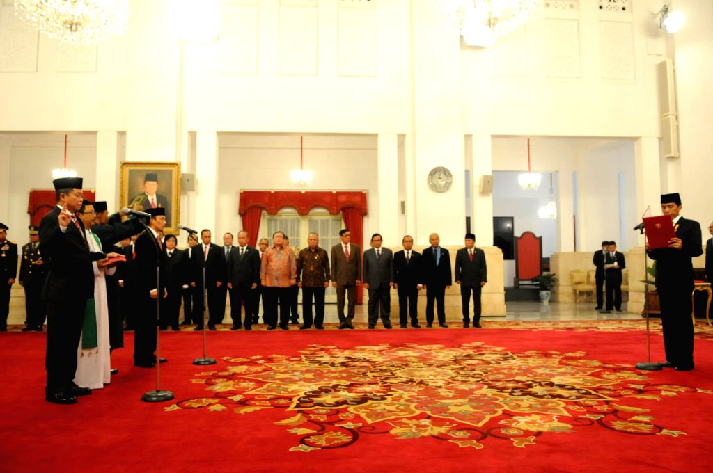 JAKARTA, Oct. 14, 2016 - Indonesian President Joko Widodo (R) officially inaugurate former transport minister Ignasius Jonan (1st L) as new energy and mineral resources minister and Archandra Tahar ... - Ignasius Jonan