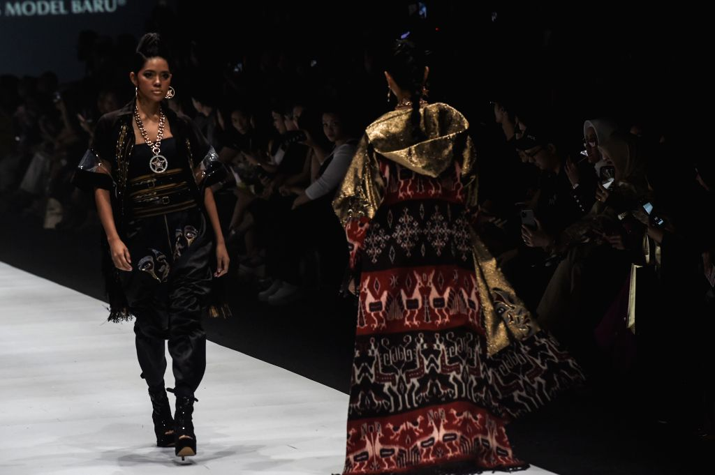 JAKARTA, Oct. 25, 2019 - Models present creations of Maya Ratih during Jakarta Fashion Week 2020 in Jakarta, Indonesia, Oct. 25, 2019.