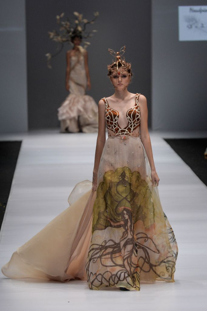 JAKARTA, Oct. 26, 2016 - A model presents a creation designed by Seyvia Charis during the Jakarta Fashion Week in Jakarta, Indonesia, Oct. 26, 2016. The Jakarta Fashion Week runs from Oct. 22 to Oct. ...