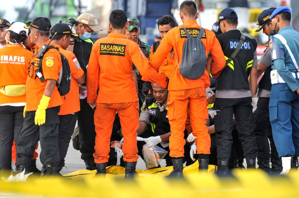 JAKARTA, Oct. 31, 2018 - Indonesian Search and Rescue (SAR) and Forensic members check the body bag that contains victim of the crashed Lion Air JT 610 at the Tanjung Priok port, Jakarta, Indonesia, ...