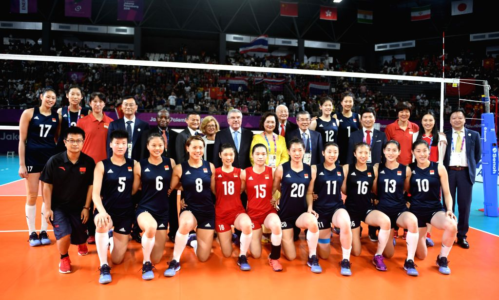 JAKARTA, Sept. 1, 2018 - Chinese players and coaches pose for a group photo with International Olympic Committee President Thomas Bach (8th L Rear) after winning women's volleyball final between ...