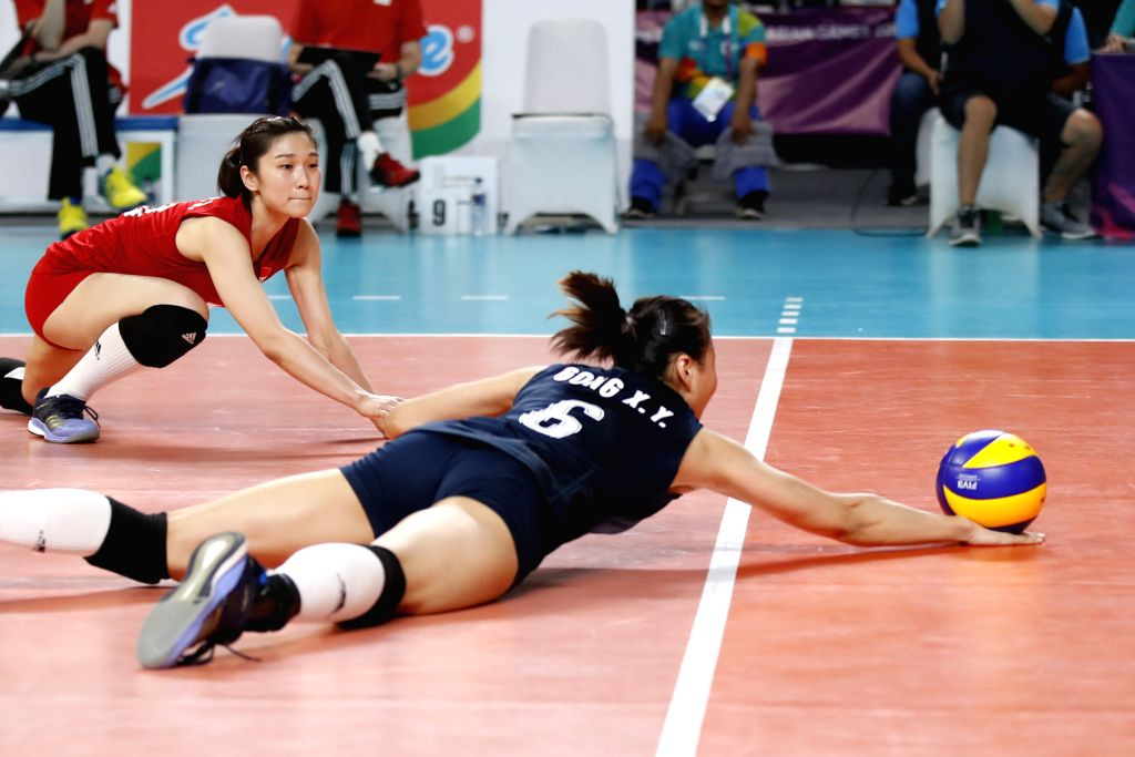 JAKARTA, Sept. 1, 2018 - Gong Xiangyu (R) of China competes during women's volleyball final between China and Thailand at the 18th Asian Games 2018 in Jakarta, Indonesia, Sept. 1, 2018.