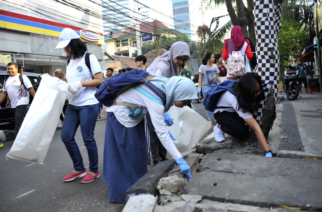 JAKARTA, Sept. 15, 2018 - Volunteers participate in a cleaning activity to mark the World Cleanup Day in Jakarta, Indonesia, Sept. 15, 2018.