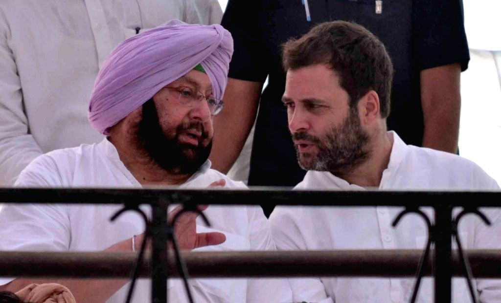 Jalandhar: Congress Vice President Rahul Gandhi and Punjab Congress chief Captain Amarinder Singh during a demonstration against deteriorating law and order situation in Jalandhar on June 13, 2016. (Photo: IANS) - Amarinder Singh and Rahul Gandhi