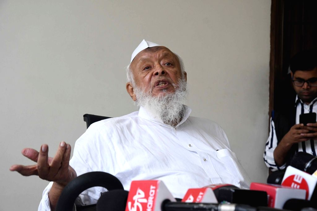 Jamiat Ulema-e-Hind President Maulana Arshad Madani addresses a press conference regarding the construction of a mosque following the Supreme Court's Ayodhya verdict, in New Delhi on Nov ...