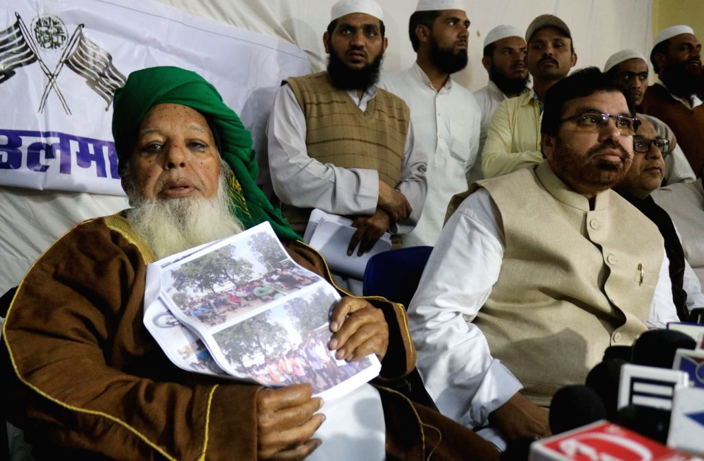 Jamiat Ulema-e-Hind's national vice-president Mufti Abdur Razzaq Khan addresses a press conference in Dewas, Madhya Pradesh on Jan 18, 2016.