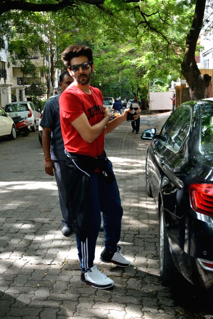 Jammu: Actor Kartik Aaryan seen in Mumbai's Bandra on June 30, 2018. - Kartik Aaryan
