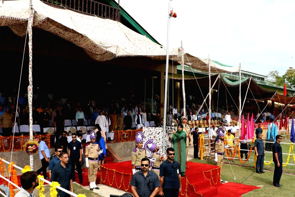 Jammu and Kashmir Chief Minister Mehbooba Mufti hoists the national flag at the Bakshi stadium in Srinagar on Aug 15, 2016. - Mehbooba Mufti