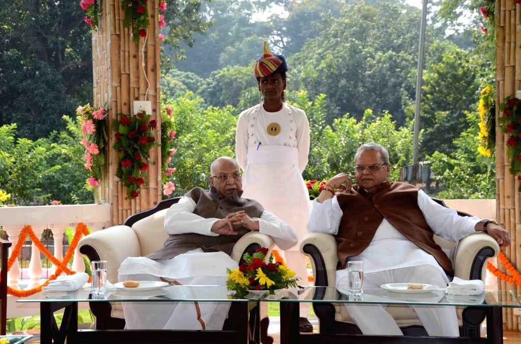 Jammu and Kashmir Governor Satya Pal Malik meets Bihar Governor Lalji Tandon at Raj Bhavan in Patna on Nov 2, 2018. - Malik