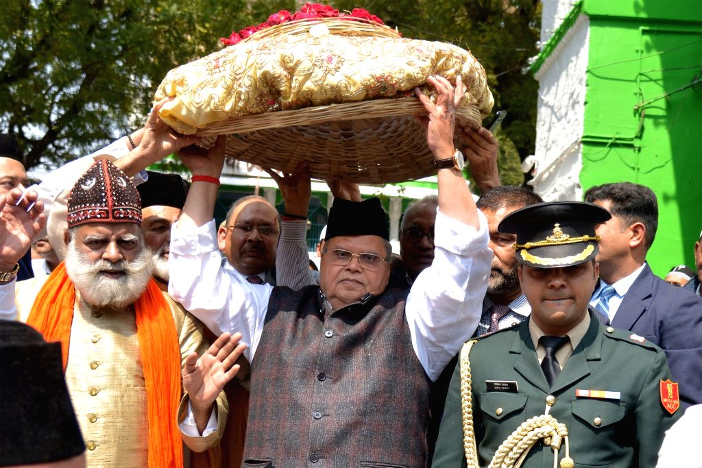 Jammu and Kashmir Governor Satya Pal Malik visits the dargah of Sufi mystic Khwaja Moinuddin Chishti in Ajmer on March 3, 2019. - Malik