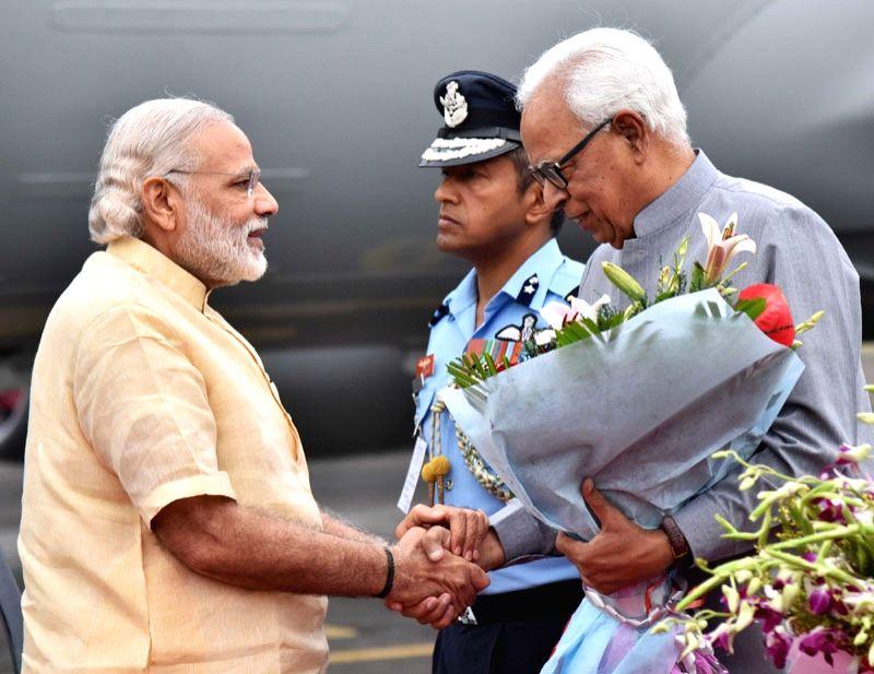 Jammu and Kashmir : Prime Minister Narendra Modi being welcomed by the Governor of Jammu and Kashmir, Shri N.N. Vohra at Jammu Airport on April 19, 2016. - Narendra Modi