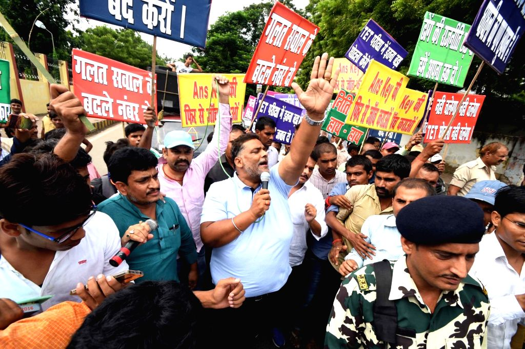 Jan Adhikar Party chief Pappu Yadav leads a demonstration to press for the demands of Bihar Teacher Eligibility Test (BTET) adspirants in Patna on October 12, 2017. - Pappu Yadav