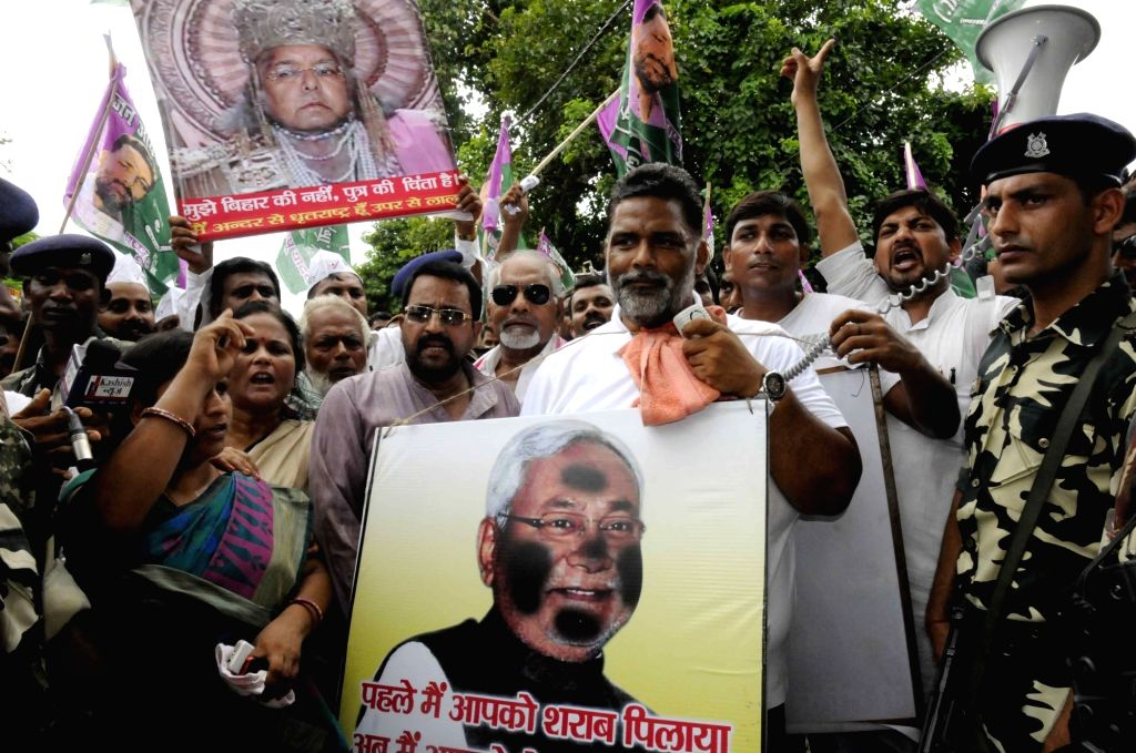 Jan Adhikar Party chief Rajesh Ranjan alias Pappu Yadav stage a demonstration against the police lathicharge on dalit students in Patna on Aug. 6, 2016. - Pappu Yadav