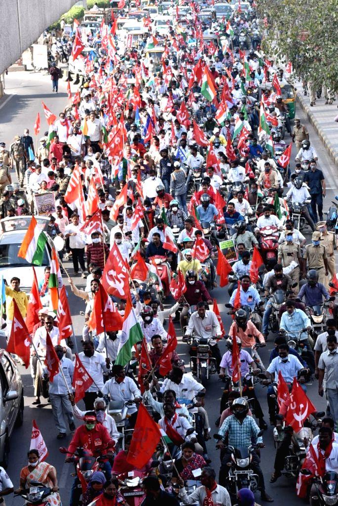 Jan massive protest in support of farmers againsts farm laws at Lal Bahadur nagar , telangana on   27 January 2021 ( Photo : IANS)