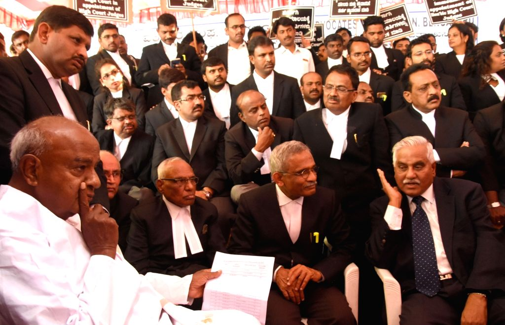 Janata Dal (Secular) leaders H.D. Deve Gowda interacts with Bengaluru Advocate Association members during their protest against the injustice done to Karnataka High Court in appointment of ...
