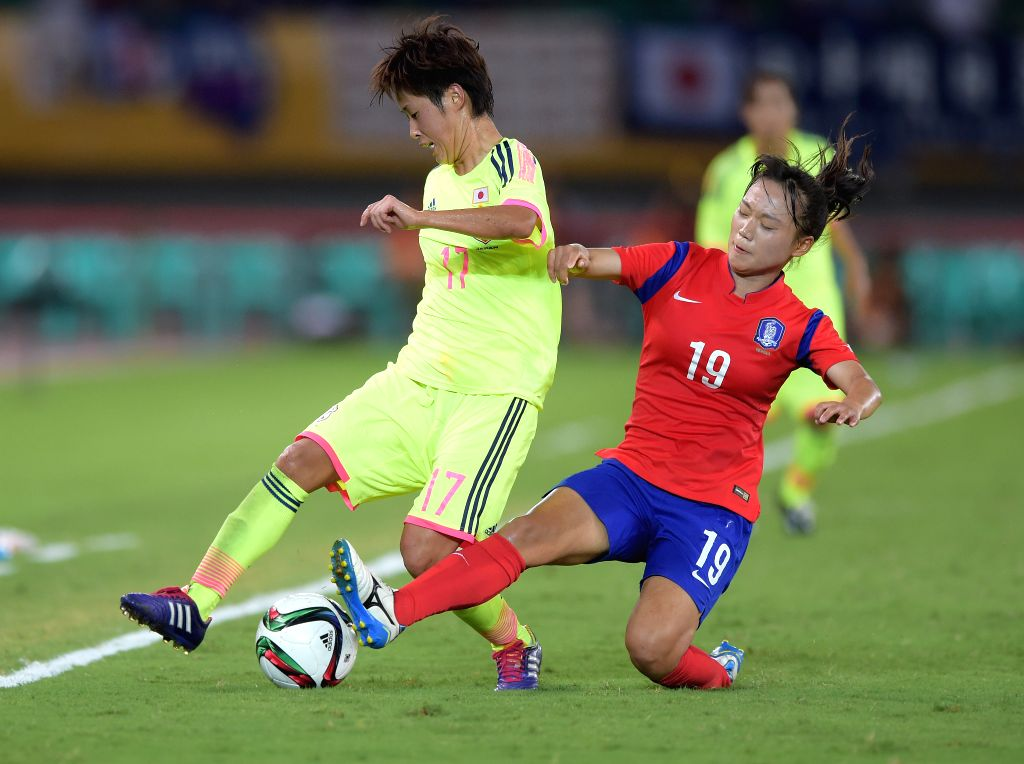 Jang Selgi (R) of South Korea vies with Arimachi Saori of Japan during their match at the 2015 EAFF(East Asian Football Federation) Women's East Asian Cup in Wuhan, ...