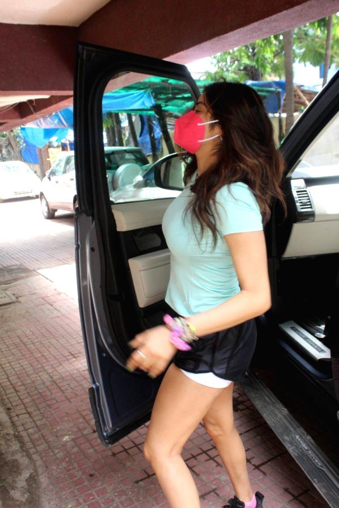 Janhvi Kapoor and Sara Ali Khan Spotted at Gym In Khar on Tuesday June 22, 2021. - Janhvi Kapoor