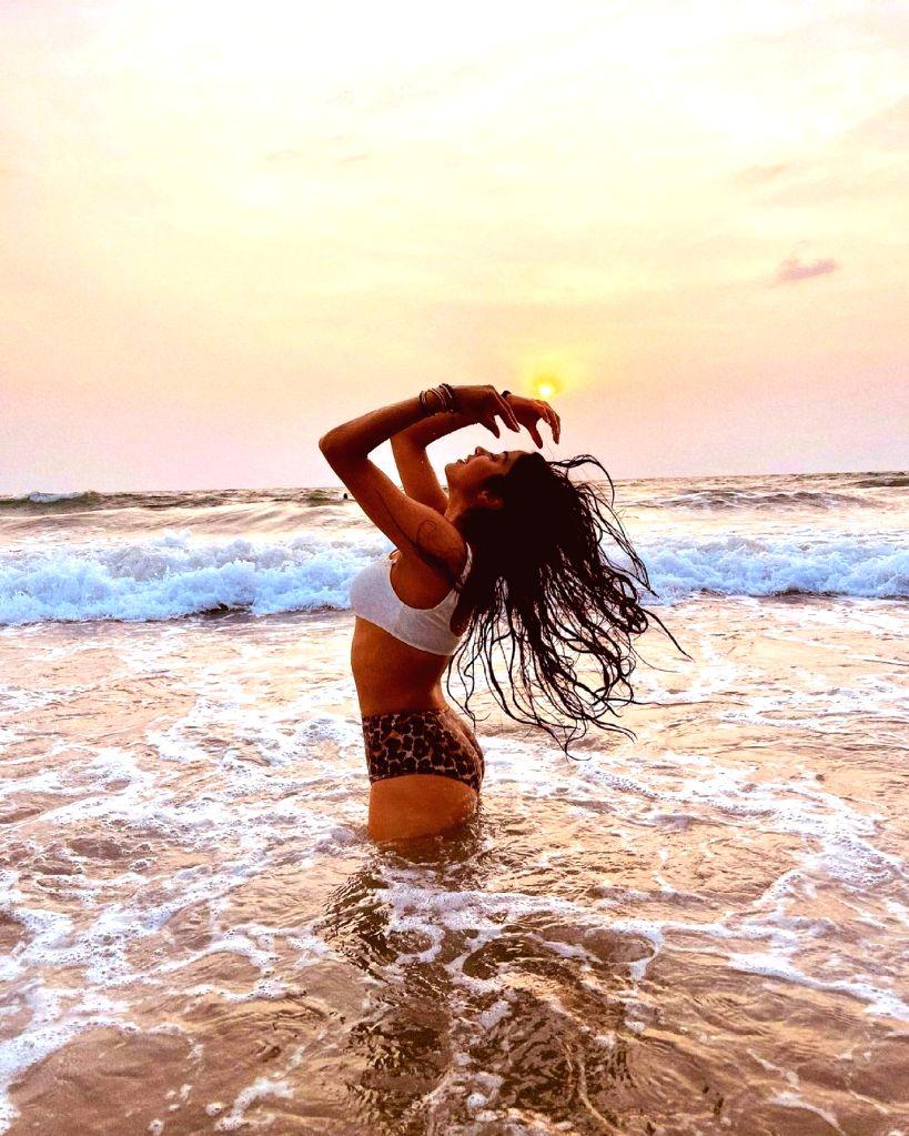 Janhvi Kapoor makes a splash with bikini pictures.(photo:instagram) - Janhvi Kapoor